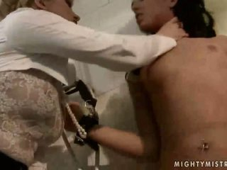 Amanta punishing frumos sclav fata
