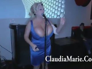 Enorme tetitas claudia marie singing y entonces follada por bbc