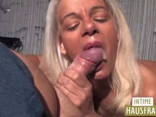 Gina and Her Dildo: Free Intime Hausfrauen HD Porn Video e1