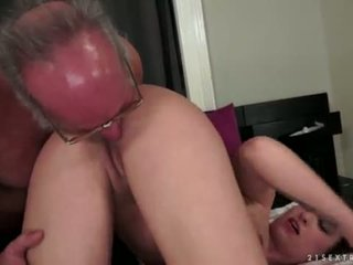 Angelina brill fucks an পুরোনো gentleman
