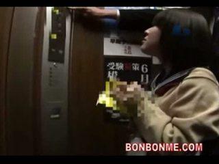 Japonesa escolar mamada y follada por profesora en elevato