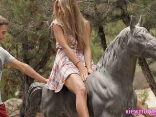 Cantik remaja anjelica pounded outdoors