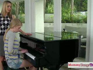 Musical anne tıraşsız emzikli ile stepteen