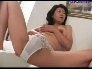 Mom aku wis dhemen jancok masturbasi on the bed cepet off young guy jago cum
