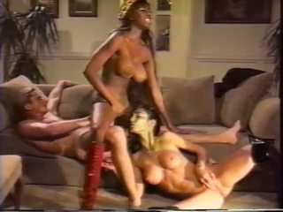 Threesome with Two Hot Alien Women, Free Porn 25