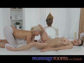 Masaža rooms ljubko najstnice masseuse pleasures lezbijke ženska s oily fingers
