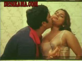 Mallu , Tamil Sexy Actress Kumtaj Bathing