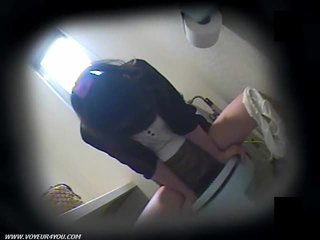 Toilette masturbation su nascosto camera