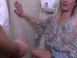 Pisilés és durva fasz -val érett anya: ingyenes hd porn e4