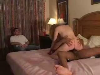 Couples לנסות ראשון זמן fliming בעל נבגד ניסיון עם bull