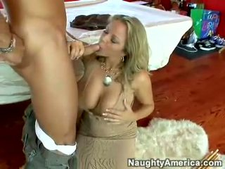 Sočno vroče porno zvezda amber lynn bach hooks a meaty pole v ji steamy usta