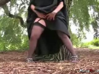 Arab Nikab Outdoor Striptease