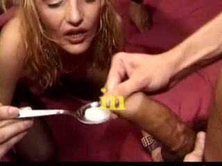 briunetė, oralinis seksas, grupinis seksas