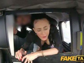 fake taxi velký přírodní bouncing kozičky bruneta v čeština taxi