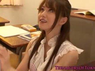 Japanska puma läraren körd av henne studenten