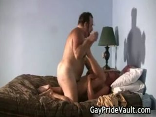 Blondine chap is geboord door homo beer 19 door gaypridevault