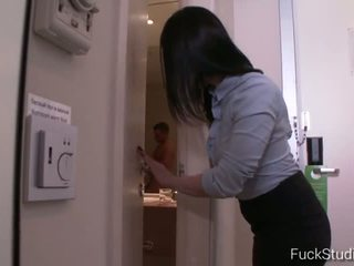 brunette, jong, masturberen