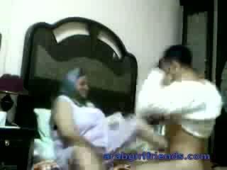 Ištvirkęs arab pora prigautas dulkinimasis iki šnipas į viešbutis kambarys