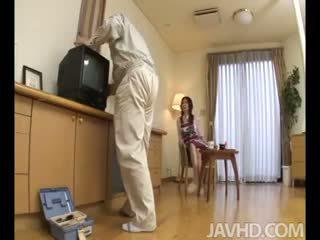 Lonely mājsaimniece nanako yoshioka seduces the televīzija remonts guy