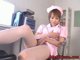Genial asiatisch krankenschwester has spielzeug penetration
