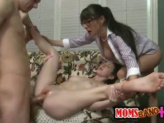 Oma milf gets glücklich mit alexandra seide