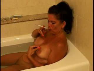 Horký busty zralý puma kouření 120s v tub