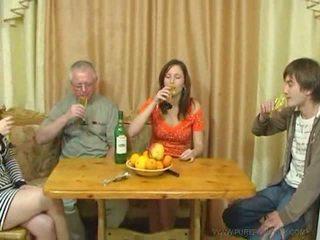 Pure 러시아의 가족 섹스 비디오
