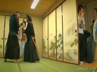 Orientale geisha shows tette e vagina