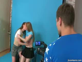 Lora en jazzy verleiden cameraman