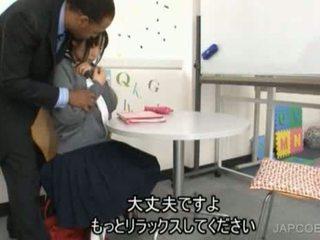 Japānieši skolniece gave handjob