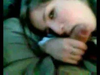 Argentinska flicka, sugande i bil