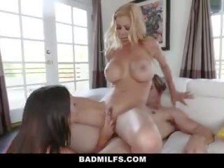 Badmilfs - vroče professor seduces študent v trojček