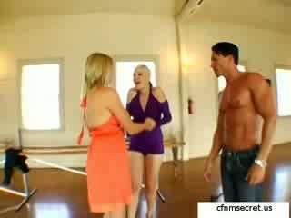 kinky, lesbians, dance