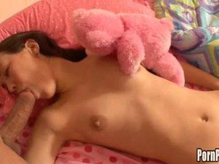 Asin pleasantheart amai liu acquires cô ấy đối mặt hole attacked qua một con gà trống trong khi ngủ