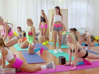 健身 rooms 大 胸部 女同志 有 rampant 健身房.