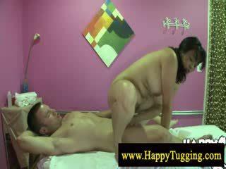 Голям красавици жена азиатки масаж разгонване