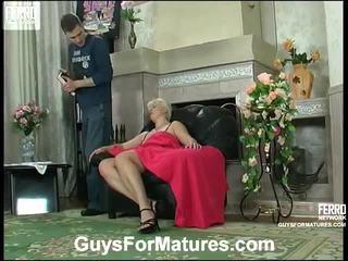Nxehtë guys për matures video starring leonora, adrian, mike