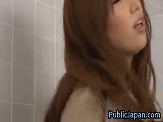 Ai sayama aziatisch chick likes publiek part3