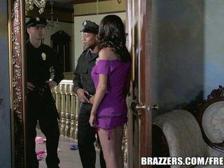 Miss mckenzie wants kepada fuck yang polis. dia gets beliau ingin