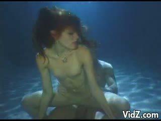 Ann kelly swallowed sperma onderwater
