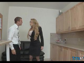 Blondine slet gets het ruw bij werk, gratis porno 4e