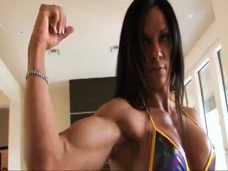 Idealne fitness muscle kobieta flexing jej silny ripped biceps