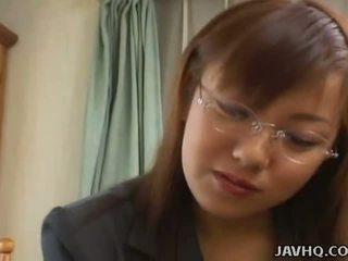 Με πλούσιο στήθος ιαπωνικό μωρό πατήσαμε στο σπίτι uncensored