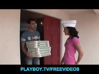 The pizza guy fucks horký bruneta dospívající