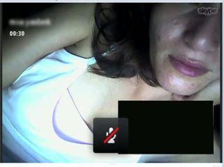 Colombiana infiel en skype, mani muestra tremendo culo a cambio de leche