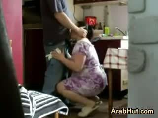 Thick amatoriale arab pollastrella gets scopata