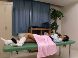 Iškrypęs daktaras uses jaunas pacientas