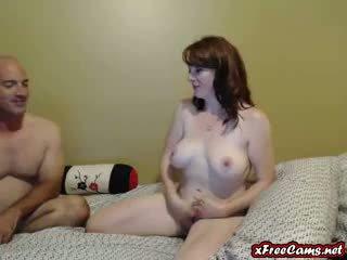Heet echtgenoot en vrouw neuken op webcam samen
