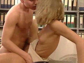 Alemana muy caliente oficina sexo. bonita hottie
