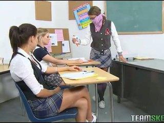 ห้องเรียน, เด็กนักเรียน, ชุดนักเรียน